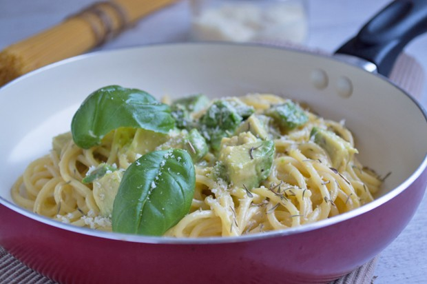 Spaghetti mit Avocado und Ei