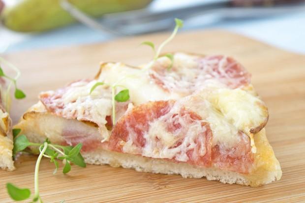 Salamipizza mit Birnen