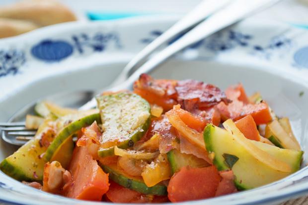 Tomaten-Speck-Gemüse