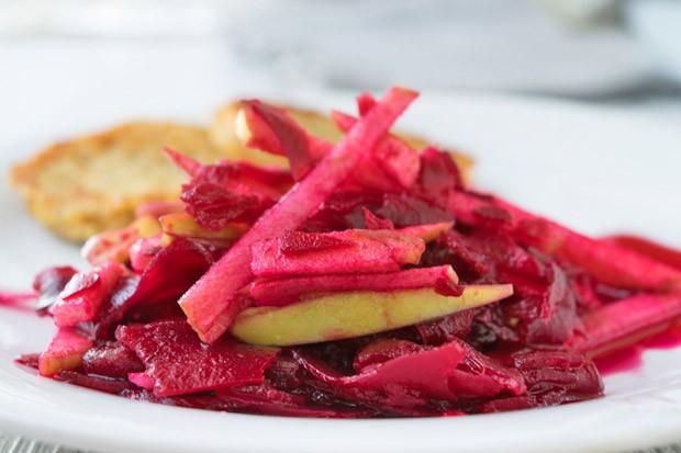 Roter Rüben Salat mit Äpfeln