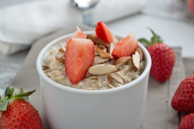 Erdbeer-Mandel Porridge