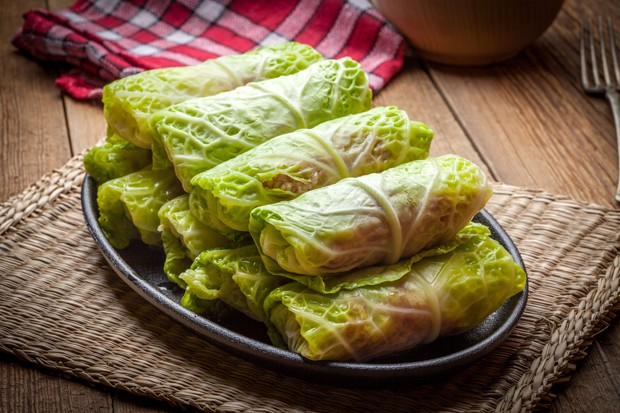 Vegetarische Chinakohl-Rouladen