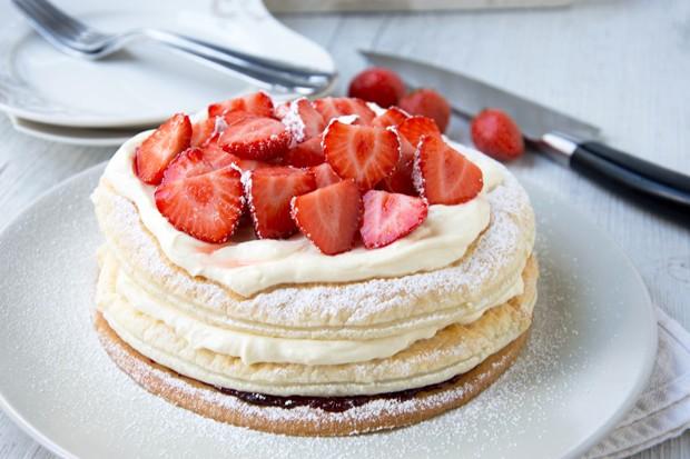 Erdbeer-Obers-Torte mit Mürbteig