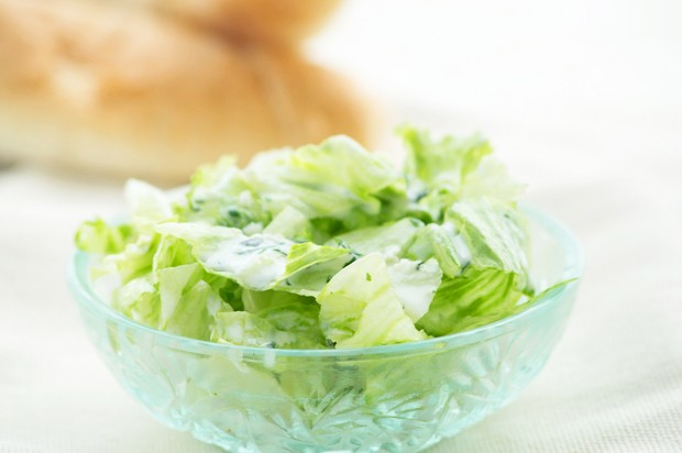 Blattsalat mit Käsedressing
