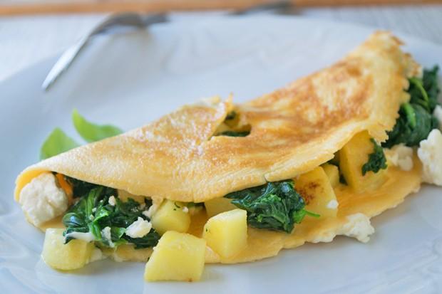 Erdäpfel Omelette mit Blattspinat und Schafkäse