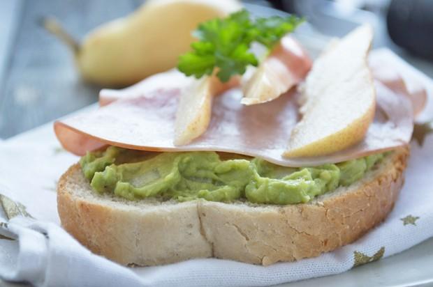 Avocado-Birnen-Sandwich