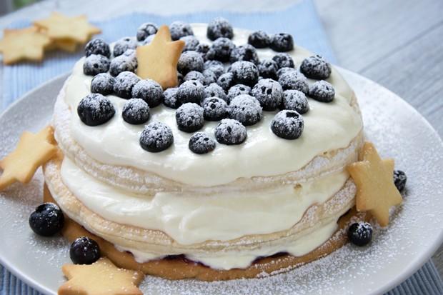 Heidelbeer-Obers-Torte mit Mürbteigboden