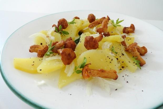 Erdäpfel-Salat mit Eierschwammerl