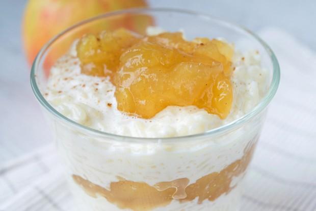 Milchreis Dessert mit Apfel-Zimt-Kompott