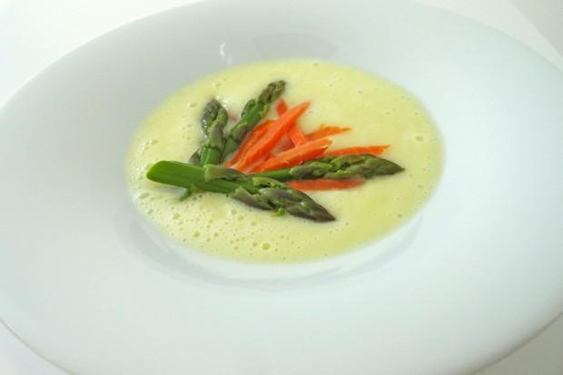 Spargel-Lachssuppe