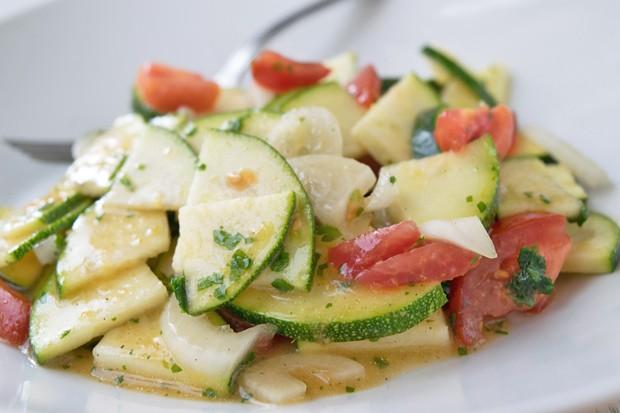Zucchinisalat mit Kapern