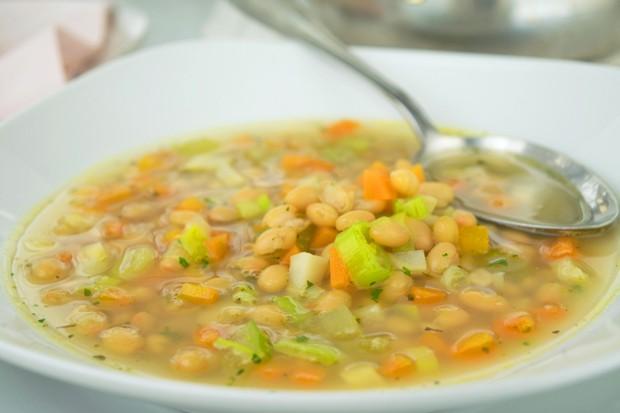 Schnelle Bohnensuppe
