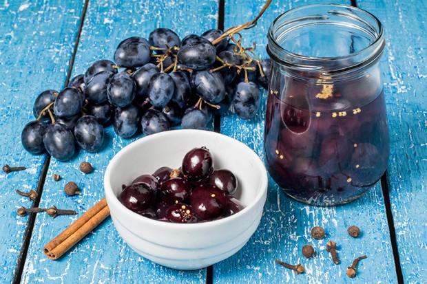 Eingelegte Weintrauben