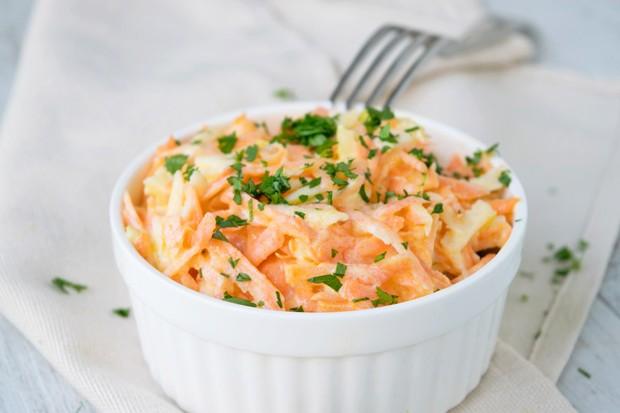 Karottensalat mit Sauerrahm