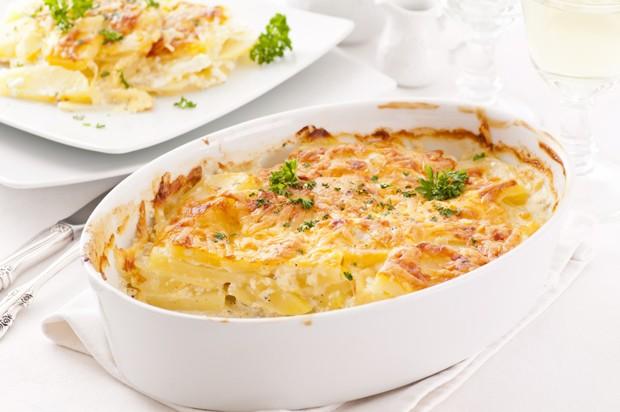 Kartoffelgratin mit Käse und Schinken