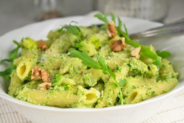 Käse-Brokkoli Pesto mit Walnüssen