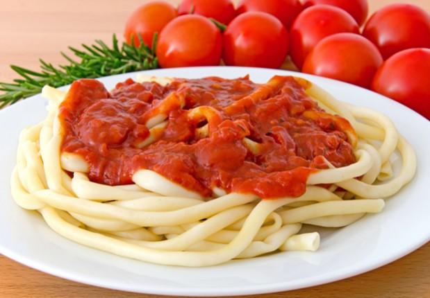 Makkaroni mit Tomatensoße