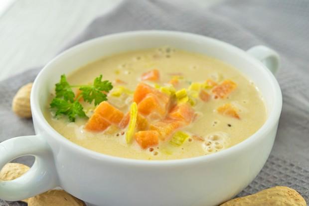 Erdnuss-Lauch-Suppe