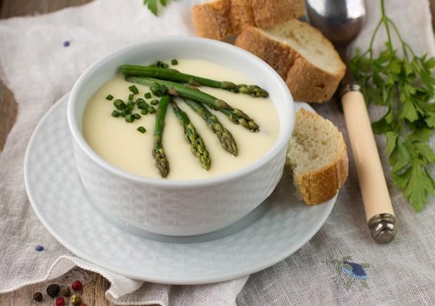 Spargelcremesuppe mit Sauerrahm