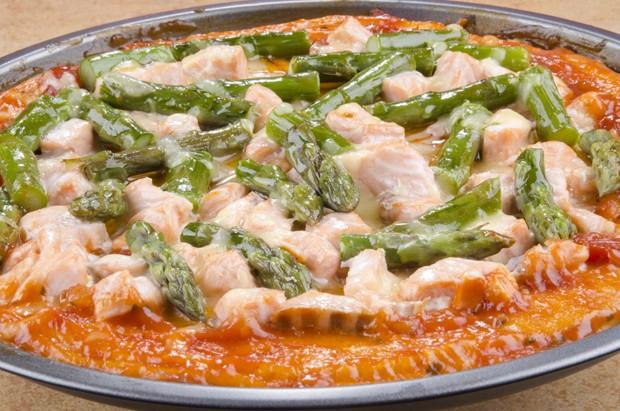 Spargelpizza mit Lachs