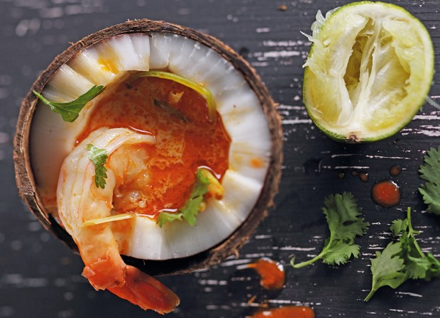 Kokossuppe mit Zitronengras und Garnelen