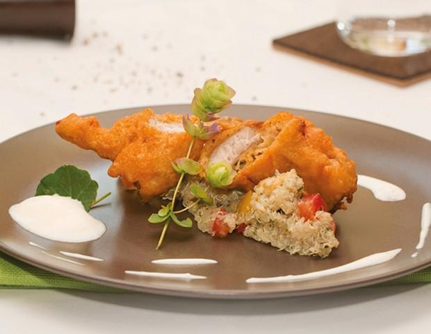 Karpfen im Polenta-Bierteig auf Quinoa-Salat