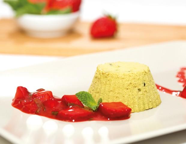 Kürbiskernöl-Parfait mit Erdbeerragout