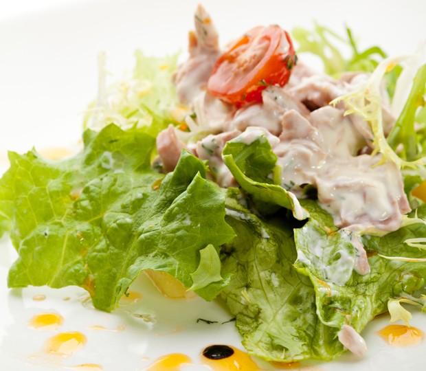 Thunfisch auf Blattsalat