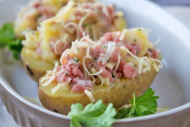 Ofenkartoffeln gefüllt mit Faschiertem