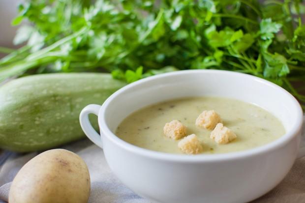 Einfache Zucchinicremesuppe