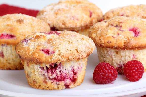 Topfen Muffins mit Himbeeren