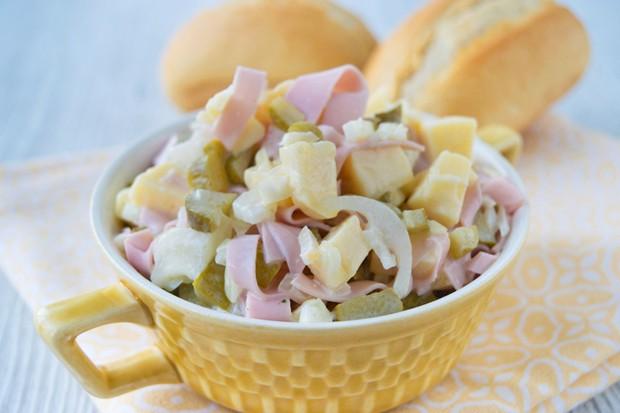 Fleischwurstsalat mit Käse