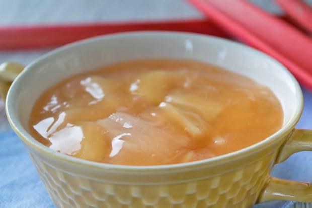 Einfacher Rhabarberpudding