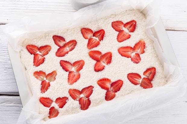 Kokos-Erdbeer-Dessert