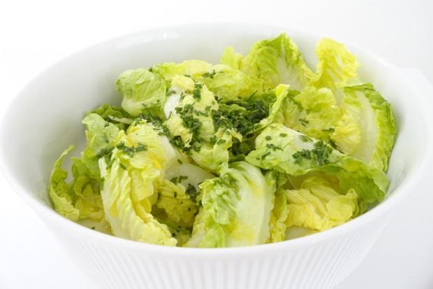 Kopfsalat mit Schnittlauch