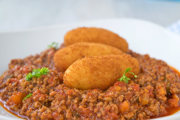 Topinambur-Kroketten mit Bolognese