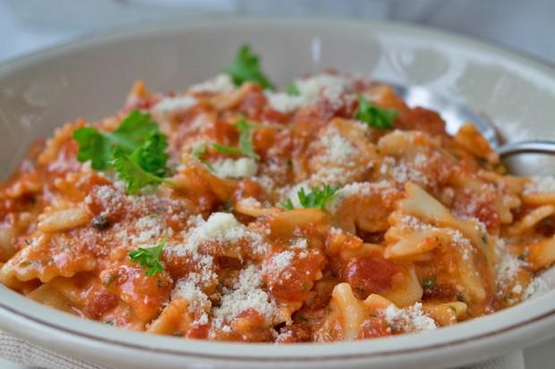 Nudeln mit Paprika-Käse-Sauce