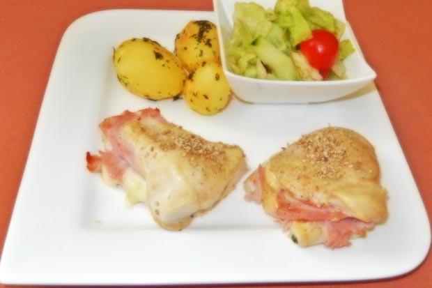 Gefüllte Hühnerbrust mit Petersilienkartoffeln