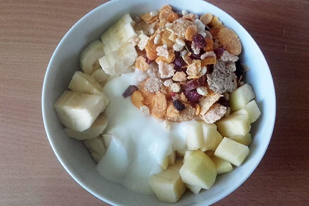 Joghurt mit Apfel Banane