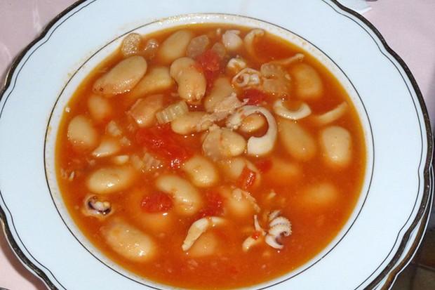 Bohnensuppe mit Calamari