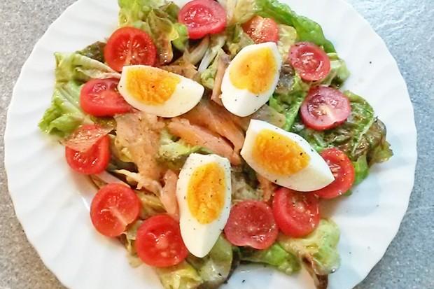 Salat mit Räucherlachs