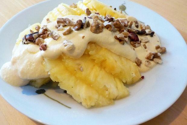 Ananas mit Joghurt