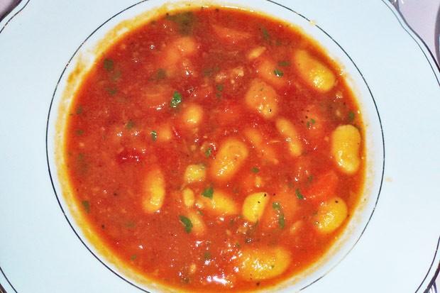 Bohnensuppe mediterran