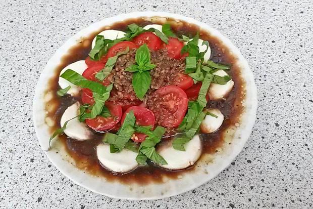 Tomaten mit Mozzarella und Knoblauch