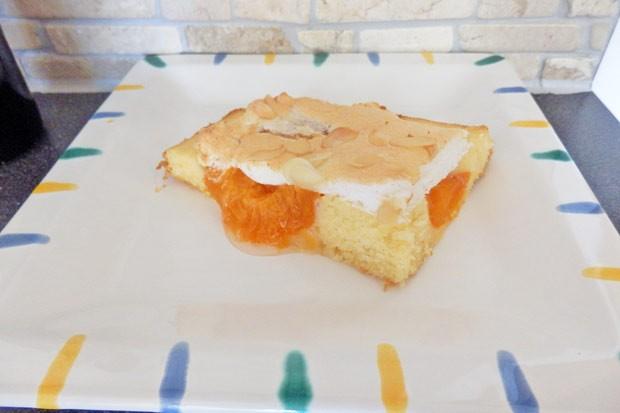 Marillenkuchen mit Schneehaube