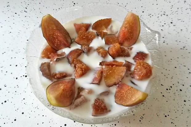 Joghurtcreme mit frischen Feigen