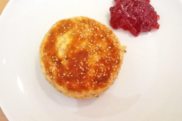 Gebackener Camembert mit Sesam