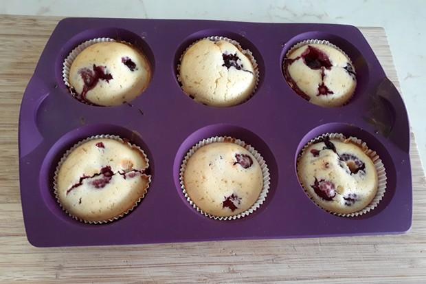 Zitronen-Waldbeeren-Muffins