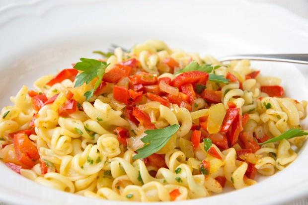 Paprika-Zwiebel-Nudeln