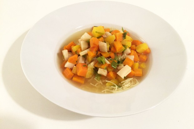 Gemüsesuppe mit Suppennudeln